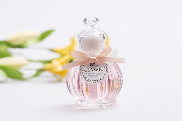 ふんわり香って魅力アップ♪香水の正しい付け方をマスターしよう!